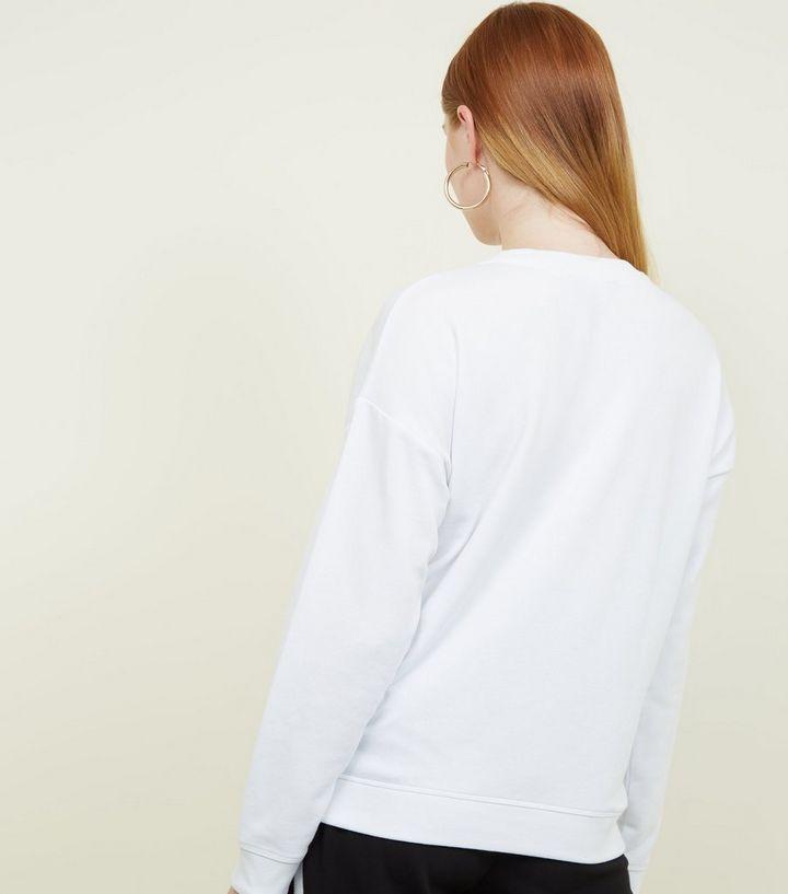 """wholesale dealer 76bbb 664f4 Weißer Pullover mit strassbesetzter """"No worries""""-Aufschrift Für später  speichern Von gespeicherten Artikeln entfernen"""