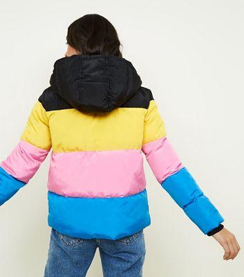 Schwarze, dicke Jacke mit Colour Blocking Design in Regenbogen Optik Für später speichern Von gespeicherten Artikeln entfernen