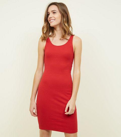 ... Eng anliegendes, ärmelloses Kleid mit Rippstruktur in Rot ... 0004ab75da
