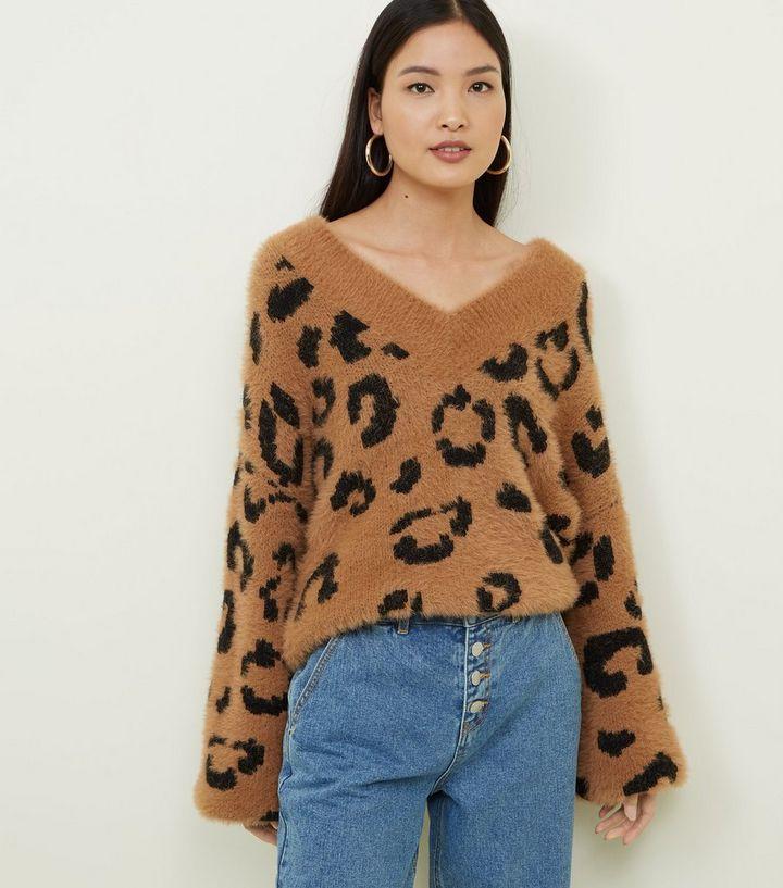 c76413c847c9 Brauner, flauschiger Pullover mit Leopardenmuster   New Look