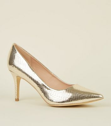 Goldene, spitze Pumps mit Schlangenmuster in Metallic-Optik