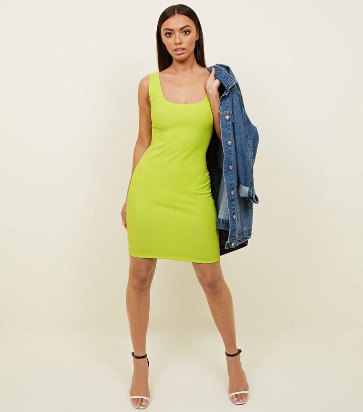 Größe 40 068d8 38c41 Figurbetontes Kleid in Neongrün Für später speichern Von gespeicherten  Artikeln entfernen