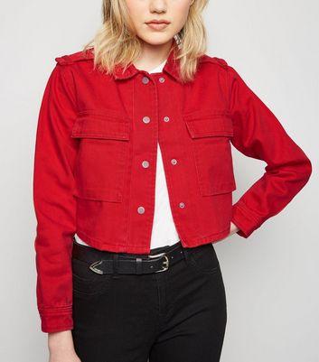 Veste en jean courte rouge. Manteaux et vestes