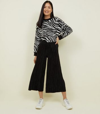 Black Plissé Crop Wide Leg Trousers