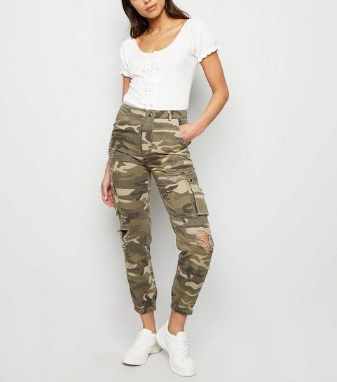 2ecb52b26020a ... Pantalon utility kaki à motif camouflage déchiré ...