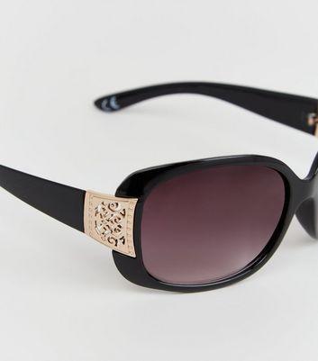 Schwarze Sonnenbrille mit filigranen Details am Bügel Für später speichern Von gespeicherten Artikeln entfernen
