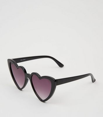 Black Heart Frame Sunglasses