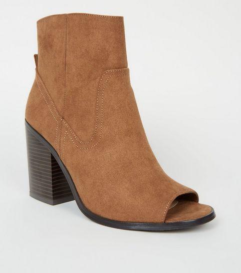 85f2b9f8c20884 ... Boots en suédine ocre style western à bouts ouverts ...