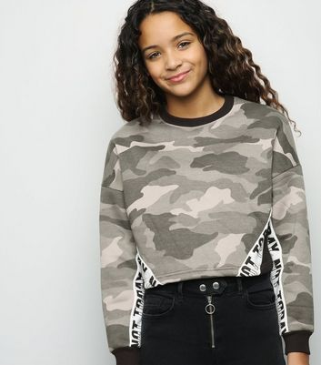 "Girls – Grünes Sweatshirt mit Camouflage-Muster und ""Not Today""-Slogan"