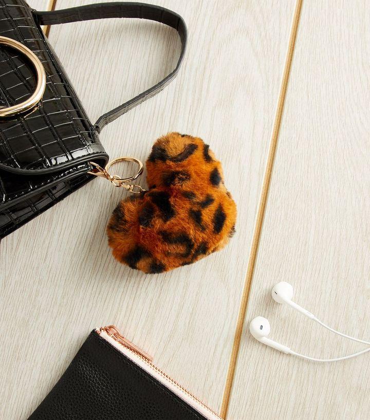 99130307608e Tan Leopard Print Faux Fur Heart Keyring