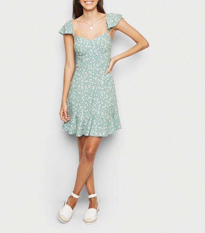 neues Hoch klassischer Stil großer Rabatt Grünes Bustier-Sommerkleid mit Rüschen und Blumenmuster Für später  speichern Von gespeicherten Artikeln entfernen
