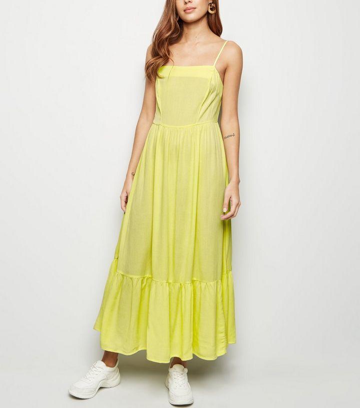 0c7e1777ae2a0 Light Green Crinkle Tiered Hem Midaxi Dress | New Look