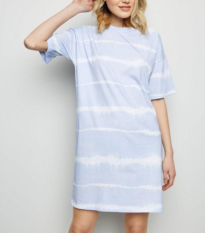 buy popular f5cbc 2b886 Blaues, meliertes T-Shirt-Kleid aus Jersey mit Batikmuster Für später  speichern Von gespeicherten Artikeln entfernen
