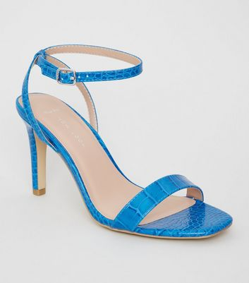Wide Fit – Hellblaue High Heels mit Krokomuster