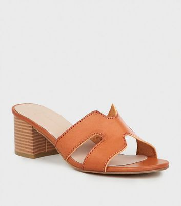 Wide Fit - Mules en similicuir ocre à talons blocs