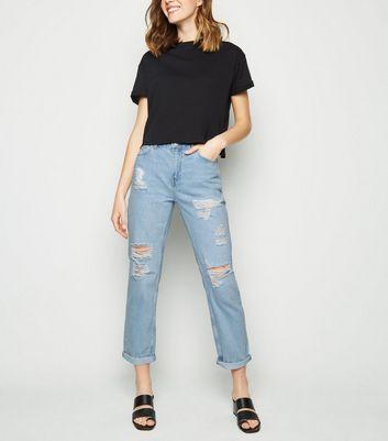 Wie hellblaue Boyfriend Jeans mit schwarzer Stiefel zu