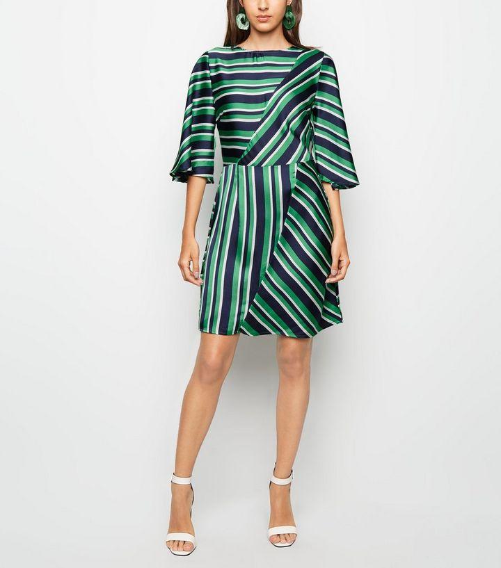 separation shoes cc6d6 df869 AX Paris – Grünes Kleid aus Satin mit Streifenmuster Für später speichern  Von gespeicherten Artikeln entfernen