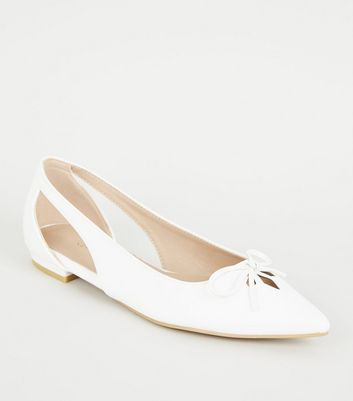 Ballerines pointues blanches en similicuir