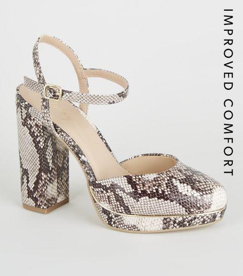 4b91b96c9b642 ... Chaussures beige à effet peau de serpent en deux parties à talons  plateformes ...