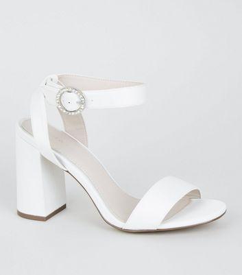a4a01dd882 Weiße Satin-High-Heels mit Blockabsatz und Strassschließe | New Look