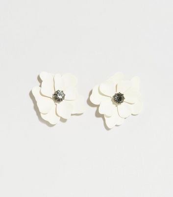Cream Flower Stud Earrings