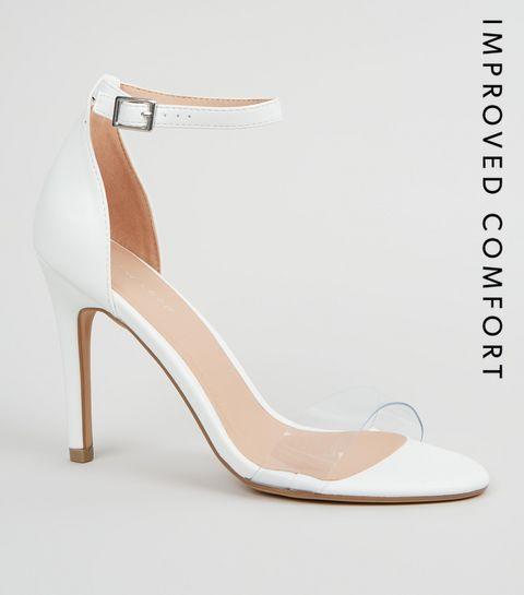 3a6ae742610 ... Sandales en similicuir blanches à bride transparente et à talons ...