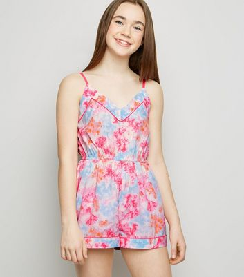 Girls – Strand-Playsuit mit Batikmuster in Neonrosa