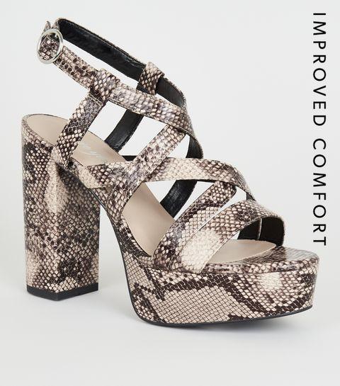 9da3f5cd090676 ... Chaussures à talons plateformes beige à effet peau de serpent ...
