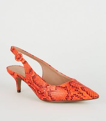 Wide Fit – High Heels mit Schlangenmuster und Fersenriemen in Neonorange