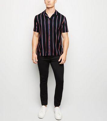 Chemise noire à rayures verticales et manches courtes Ajouter à la Wishlist Supprimer de la Wishlist