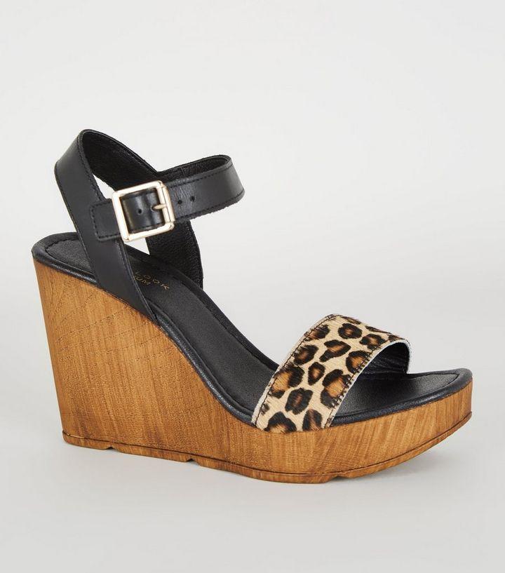 buy popular cce7d 2469d Schwarze Schuhe aus Premium-Leder mit Leopardenmuster und Keilabsatz Für  später speichern Von gespeicherten Artikeln entfernen