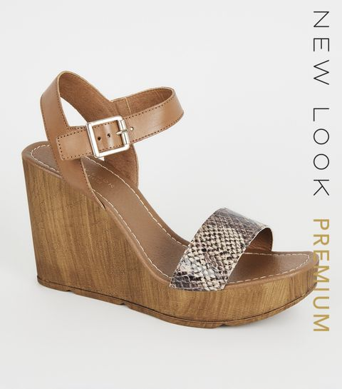 fab600d9ce674 ... Chaussures à semelles compensées en cuir Premium ocre à effet peau de  serpent et à brides ...
