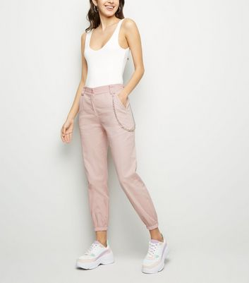 Urban Bliss – Rosa Utility-Hose mit Kettendetails