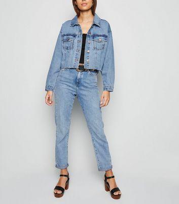 Hellblaue Jeansjacke mit verkürzter Länge Für später speichern Von gespeicherten Artikeln entfernen