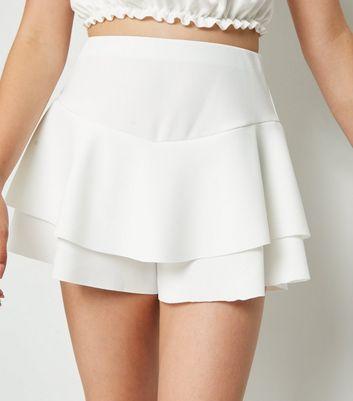 Girls Jupe short blanche en crêpe à volants Ajouter à la Wishlist Supprimer de la Wishlist
