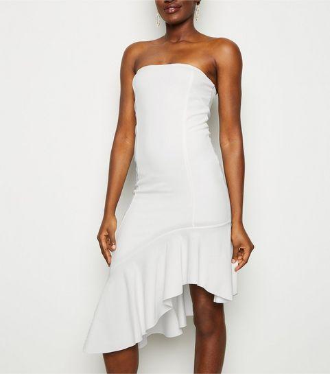 69c284d53cf ... Robe mi-longue blanche sans bretelles à bas asymétrique ...