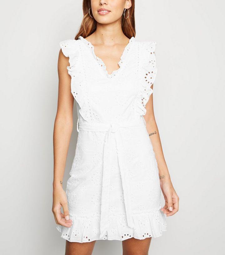 separation shoes 6dbff 4965b Parisian – Weißes Kleid mit Rüschen und Stickerei Für später speichern Von  gespeicherten Artikeln entfernen