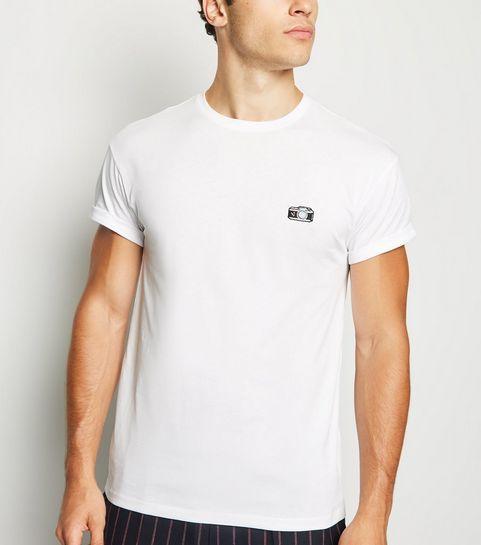 b953a07c8767a T-shirt blanc à col choker et à motif appareil photo brodé ...