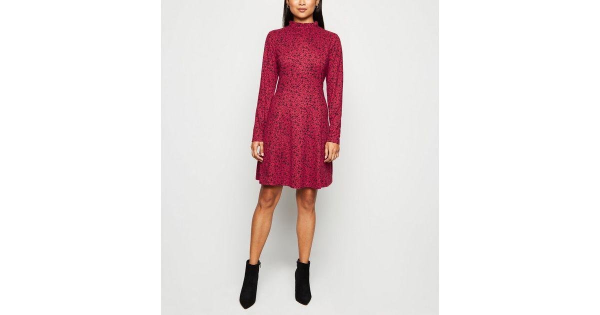Petite Robe Rouge A Fleurs Et Manches Longues Douce Au Toucher New Look