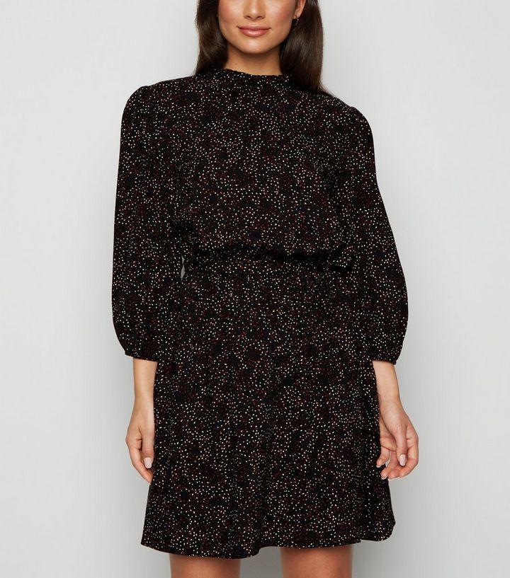 Petite Schwarzes Kleid Mit Ruschenausschnitt Ballonarmeln Und Punktmuster New Look