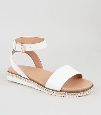 Wide Fit White Stud Trim Footbed