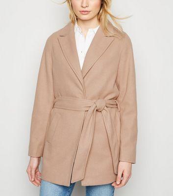 Cremeweißer Mantel mit Reverskragen Für später speichern Von gespeicherten Artikeln entfernen