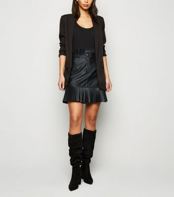 Cameo Rose Black Coated Leather-Look Pleated Skirt New Look