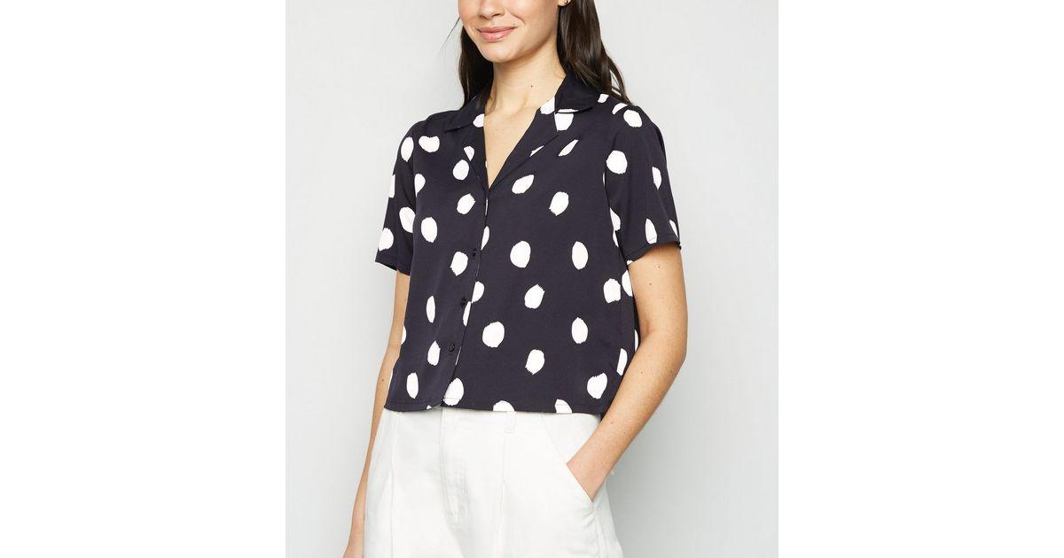 Chemise coupe carrée noire à pois et manches courtes | New Look