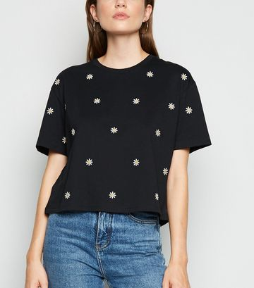 Black Daisy Embroidered Boxy T-Shirt